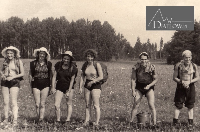 Studentki istudenci Politechniki Uralskiej nawyprawie turystycznej. Lato 1957 rok