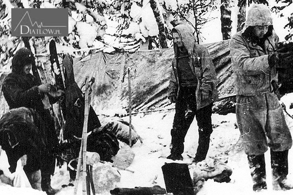 W drodze naPrzełęcz Diatłowa - rozbicie namiotu