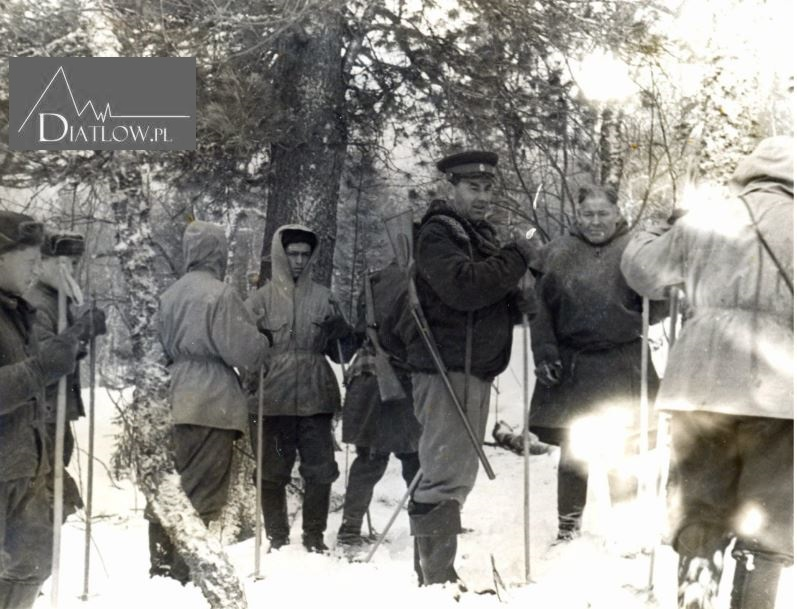 Chołatczachl, Przełęcz Diatłowa. Cedr