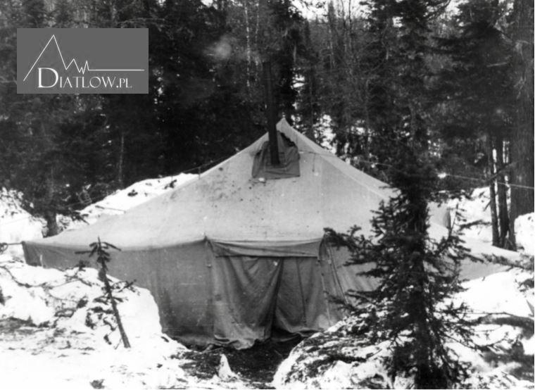 Przełęcz Diatłowa. Namiot ratowników